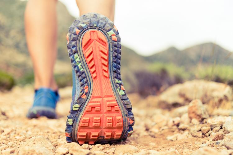 37c11ce8663 ... van dat ene merk. Het kan zomaar zijn dat een ander merk veel beter  gemaakt is voor jouw voet. Bij speciaalzaken kun je denken aan de Decathlon  of ANWB.